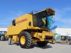 Newholland TX34 Combine 17ft head